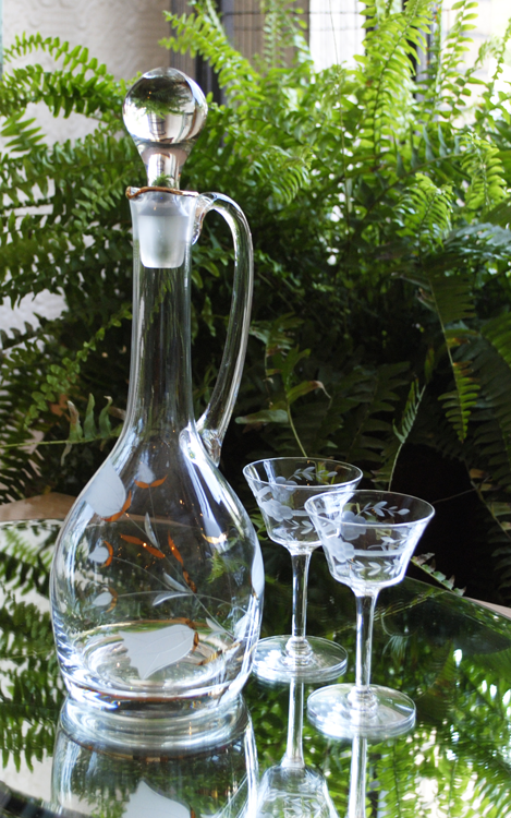 Decanter-and-small-glassware